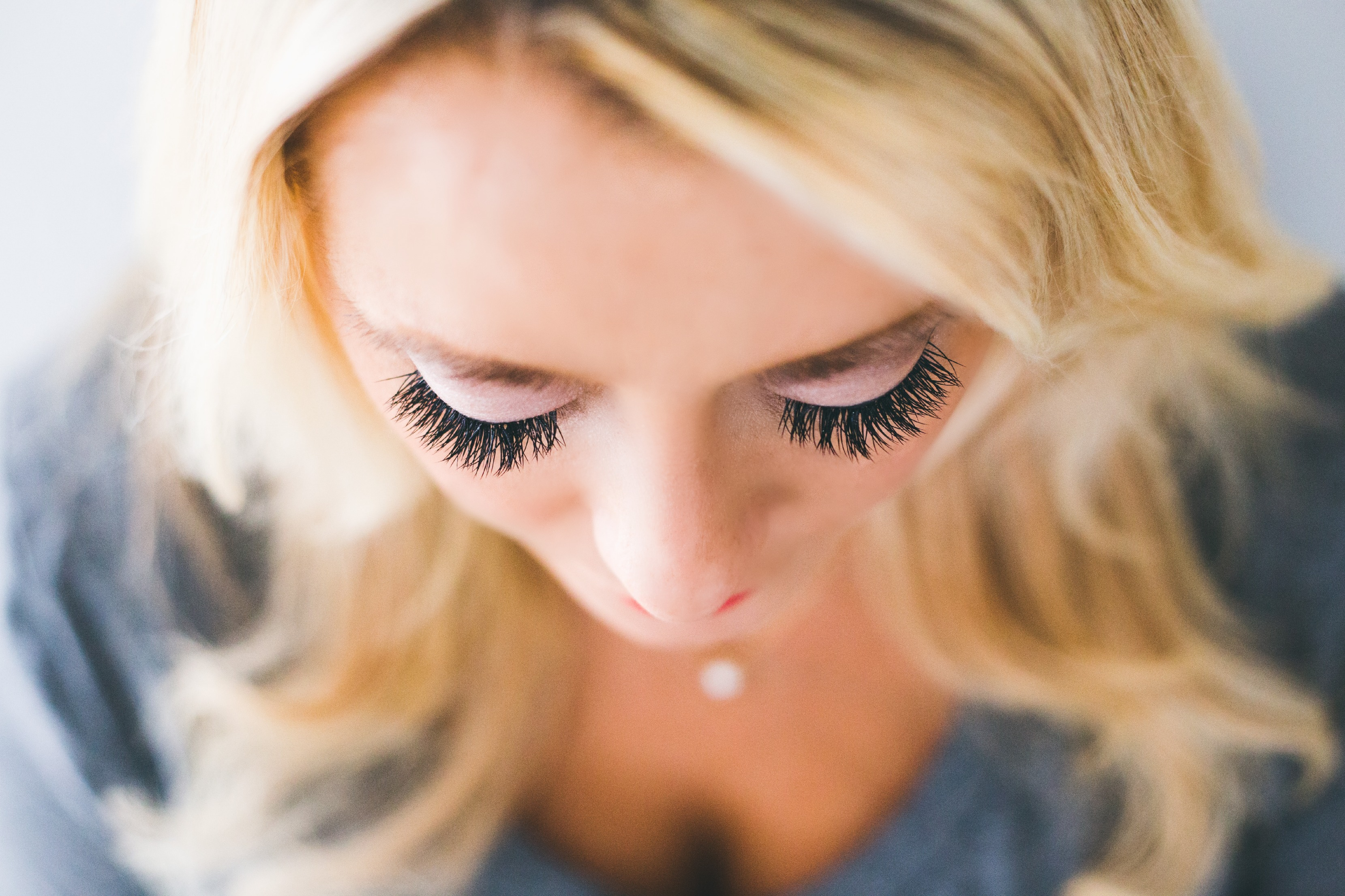 How To Dye Your Eyelashes With Henna